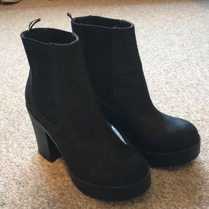Heeled platform boot